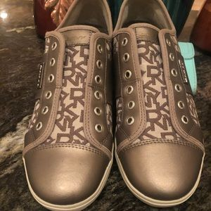 DKNY Laceless Sneakers sz 8.5